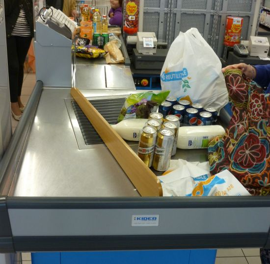 Flipper type supermarket checkouts, which moron decided to get rid of them ?