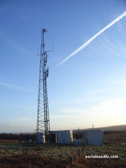 Con trails over Oughtibridge transmitter